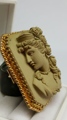 Lava cameo, 14 kt brooch depicting a goddess, handmade