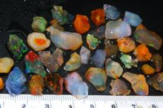 Rough Mexican Fire Opal / Crystal - 85 ct - (35)