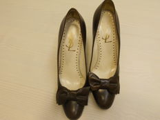 YVES SAINT LAURENT – Court shoes