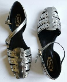 Tod's – Low summer shoes in silver-coloured open-work leather