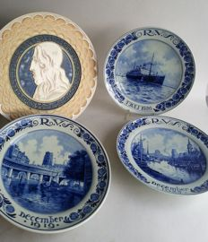 Porceleyne Fles - 4 Delft Blue plates of RVS verzekeringen (insurance company), including Jaap Gidding