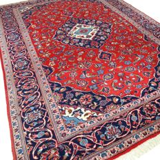 "Kashan – 287 x 198 cm – ""Persian rug with vibrant colours in beautiful condition""."