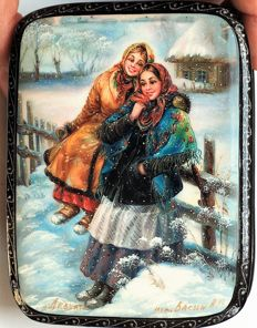 "Russian lacquer box -""Fedoskino"" – Russsia – ""Girls on the wattles""- Dimensions: 10 cm x 8 cm x 3 cm"