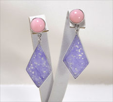 White gold earrings (18 kt) with pink opal and kite-shaped jade – length: 45 × 20 mm