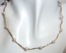 14 kt / 585 gold necklace with Akoya pearls and gold elements