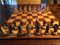 Fine set of chess pieces, theme Romans/Egyptians  Hand-painted, material: resin
