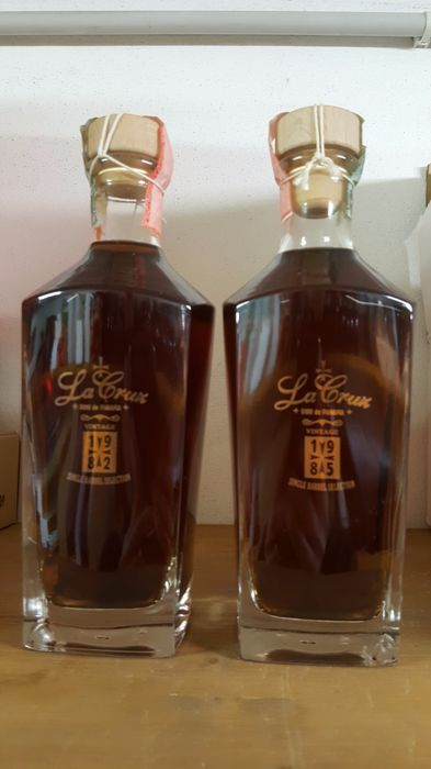 2 bottles - Rum La Cruz Vintage Single Barrel 1982 & 1985