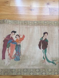 A large scroll painting with calligraphy and beautiful dressed ladies, late copy of old painting - China - first half 20th century