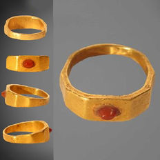 Roman gold ring with carnelian intaglio - 21 x 20 mm