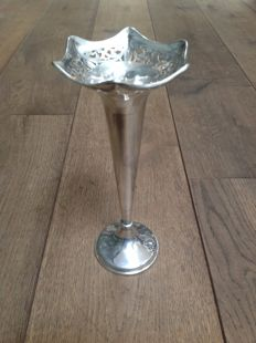 Silver orchid vase with ajour sawn edge, Gourdel Vales & co., Birmingham, 1920