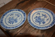 Matching pair of blue white export plates - China - 18th century