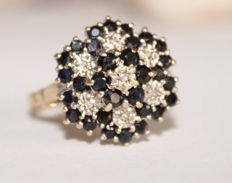 Gold ring with natural diamonds and sapphires - Ring size: 19.2 (mm)