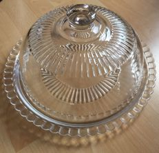 Glass cake dish with lid