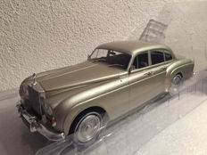 MCG - Scale 1/18 - Rolls Royce Silver Cloud III Flying track H.J. Mulliner - metallic-beige