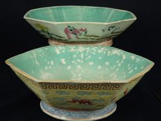 Lot of 2 large famille-rose footed bowl - China - early 20th century (republic period)