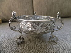 A large silver bowl , Pairpoint Brothers , London, 1912
