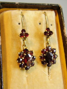 Victorian gold earrings with Bohemian garnets in antique rose cut