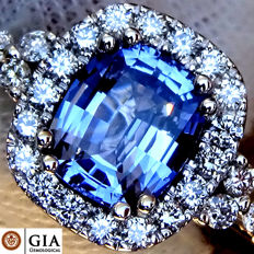 Sapphire And Diamond Ring Unheated Natural Blue Cocktail in 18 kt white gold 2.11 ct - GIA Certified - No Reserve