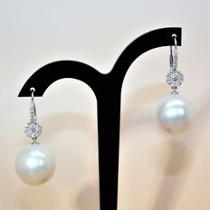 Earrings in 750 white gold with diamonds and SSP cultured pearls from Australia 15-16 mm