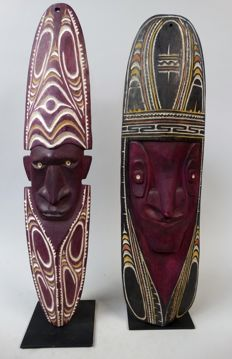 2 Wall masks - Chambri Lake - Papua New-Guinea