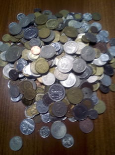 World - Lot of over 3500 world coins.