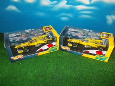 Hot Wheels - Scale 1/18 - Set with 2 x Jordan 199 Mugen Honda: #7 Damon Hill &  #8 Heinz Harald Frenzen, 1999 Formula 1 Buzzin' Hornet