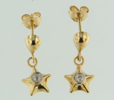 14 kt Gold dangle earrings, star with diamond. 13 mm