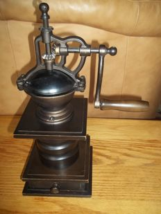 Beautiful large wood with cast iron coffee grinder - height 38 cm - very good condition.