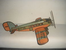 Günthermann, Germany - L. 40 cm - Tin Airplane A 1722 with battery operation and clockwork, 1930s