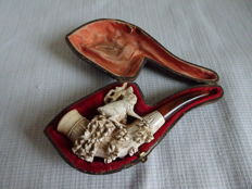 Meerschaum cigarette pipe with the image of a deer in sheath - The Netherlands - Early 1900s