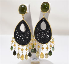 Yellow 18 kt gold earrings – Tourmaline, jade, and