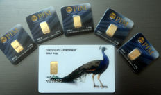 "6 pieces Nadir PIM gold bar fine gold purity of 999.9/1000 - 24 karat gold bar bullion in cheque card format - 1 gift card   ""Peacock"" motif - 5 pieces 0.10 g, LBMA certified"