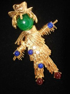 Jacqueline Onassis Kennedy scarecrow vintage brooch New York 1965