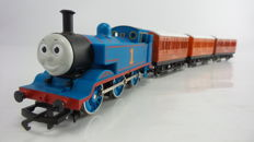 """Hornby 00 - R9043/R112 - Start-set steam locomotive """"Thomas"""" of Thomas the train with extra carriage"""