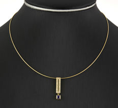Yellow gold (18 kt) – Choker and pendant with lobster clasp – Amethyst and zirconias – Length: 42 cm