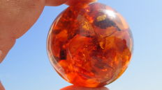 Amber ball in whisky/ cognac colour, total weight 100,74 grams