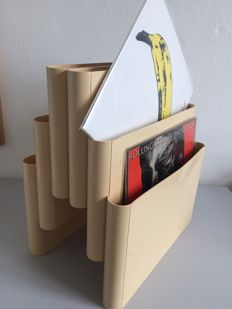 "Kartell Giotto Stoppino – ""Portariviste"", Record / magazine rack with 6 compartments"