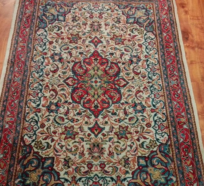Original and beautiful Persian Sarouck, 167 x 110 cm