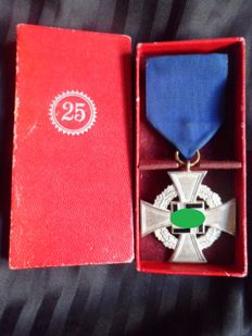 III Reich 25 years Loyalty Silver Cross in box