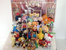collection of (vintage) childrens TV- series toys, Mix of Jim Henson, Hanna Barbera, Looney Toons etc. 1960-2012