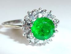 14 kt / 585 white gold ring, approx. 0.80 ct Emerald and 10 diamonds totalling 0.25 ct