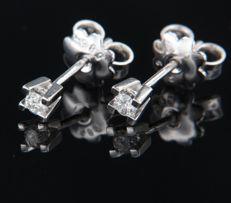 14 kt white gold, solitaire ear studs with brilliant cut diamond, in total 0.18 ct - 3.4 mm