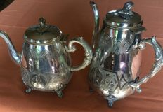 Coffee pot and teapot in silver plated metal