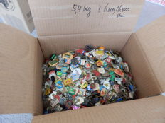 Huge collection of pins in packed wine box, about 5.4 kg. Approx. 6500 - 6800 pieces.