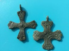 Early Medieval Viking Scandinavian cross pendants - 40x33mm. 37x32mm (2)