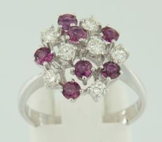 14 kt white gold ring set with brilliant cut ruby and diamond of approx. 0.50 ct in total, ring size 17.5 (55)