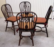 Four oak wood English Winsor dining room chairs, second half of 20th century