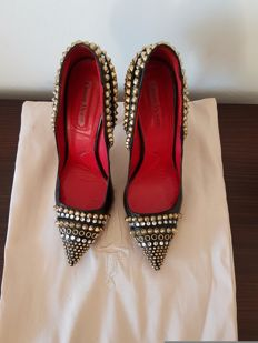 Cesare Paciotti - tassel court shoes with studs and Swarovski