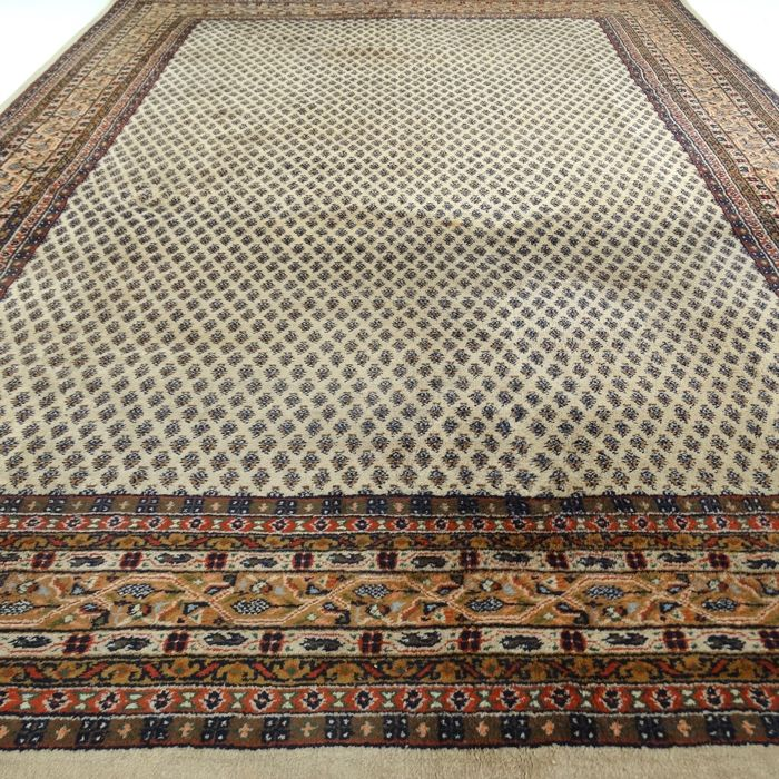 "Mir – 305 x 207 cm – ""Oriental carpet in natural shades – In beautiful condition""."