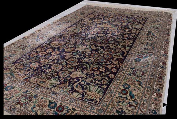 Hereke rug – 100% silk and gold thread – Hand-knotted in China – Size: 155 x 95 cm – (Galleria Farah 1970)